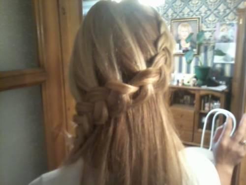 плетение косичек на голове. фото